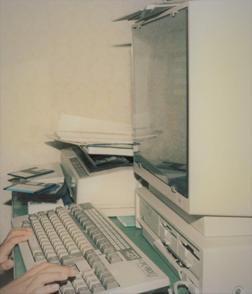 1080年代の古いPCとプリンター
